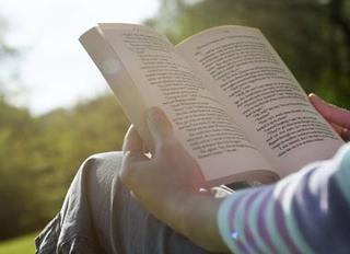 đọc-sách.jpg
